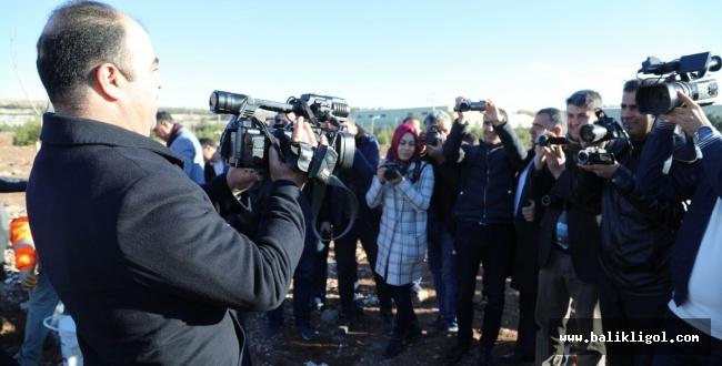 Başkan Kamerayı tuttu gazetecileri çekti