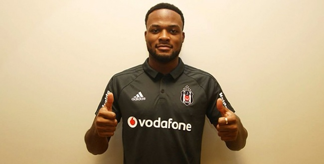 Beşiktaş'ın yeni golcüsü Cyle Christopher Larin formayı giydi