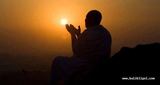 Urfa'da Cuma namazında yağmur için eller semaya kalktı