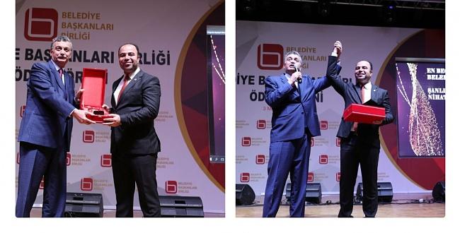 Türkiye'nin en beğenilen başkanı seçilen Nihat Çiftçi 3 ödül birden aldı