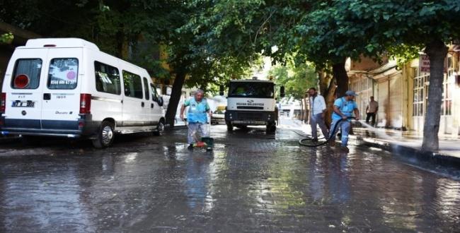 Bayram öncesi Hilvan'da yol temizlik çalışmaları yapıldı