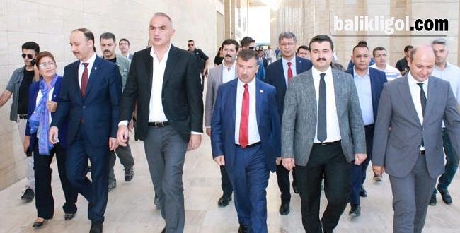 Turizm Bakanı Ersoy, Şanlıurfa'nın Tarihi Mekanlarını İnceledi