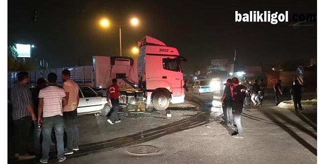 Tır Ile Otomobil Çarpıştı: 4 Yaralı
