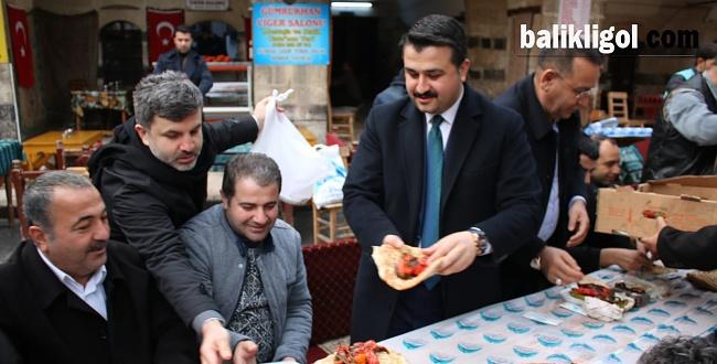 Başkan Yıldız Tarihi Gümrükhan'da vatandaşlar, siyasiler ve basın mensuplarıyla buluştu.