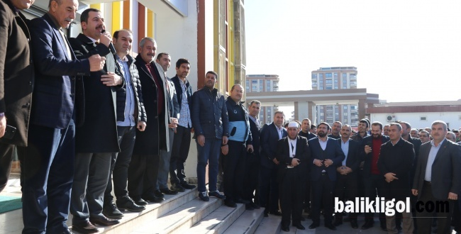 Başkan Baydilli'yi mesai arkadaşları alkışlarla karşıladı