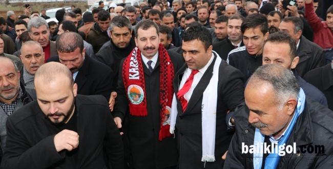 Havaalanında vatandaşlar tarafından çoşkuyla karşılandı