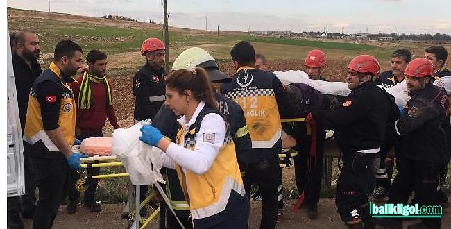 Tırın altında kalan motosiklet sürücüsünü itfaiye kurtardı
