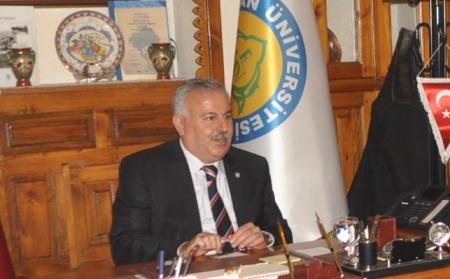 Rektör İbrahim Halil Mutlu kalp krizi geçirdi