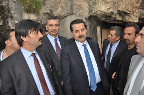 Bakan Çelik, Tatlıses'in doğduğu mağarayı ziyaret etti VİDEO