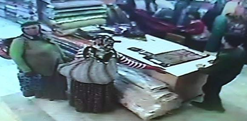 Kumaş çalan kadınları kamera yakaladı VİDEO