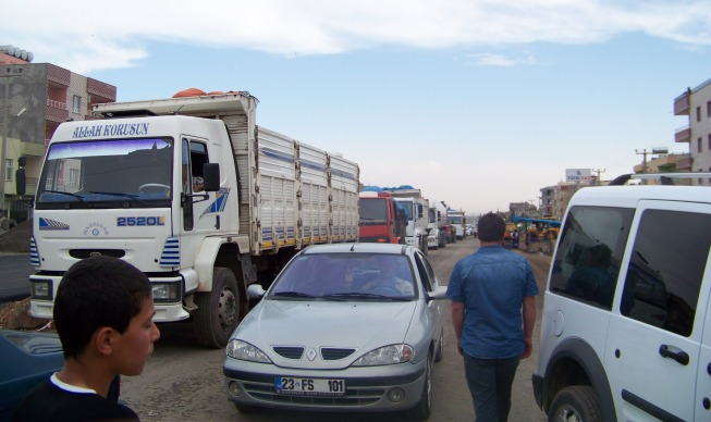 Viranşehir'de yol kesme eylemi