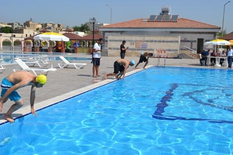 Urfa'da Yüzme Yarışması Yapıldı
