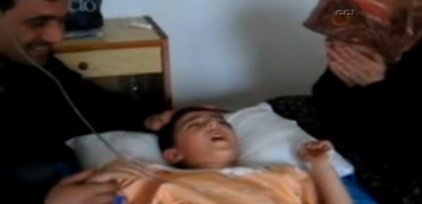 Narkoz verilen çocuk uyanınca gülme krizine soktu VİDEO