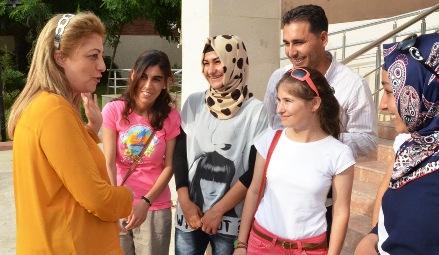 Başarılı kız öğrencilere Avrupa'da staj