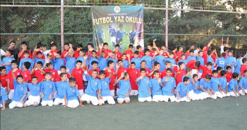 Çocuklar için futbol okulu açılıyor VİDEO
