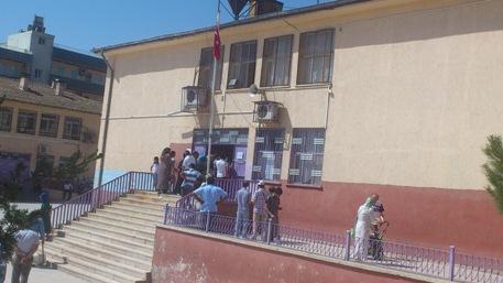 8. Sınıf öğrencileri SBS heyecanı yaşadı veliler sabır çekti