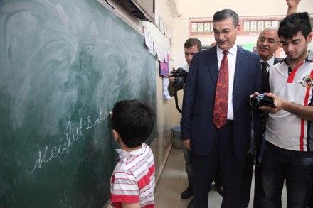 Şanlıurfa'da 554 Bin 140 öğrenci karne aldı