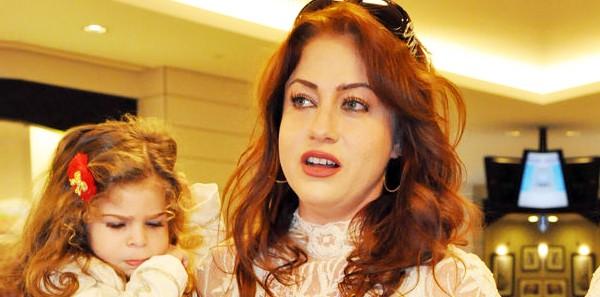 Yeliz Yeşilmen: Ezan sesine kurban olayım