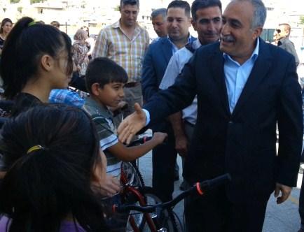 Belediye'den başarılı öğrencilere bisiklet hediyesi