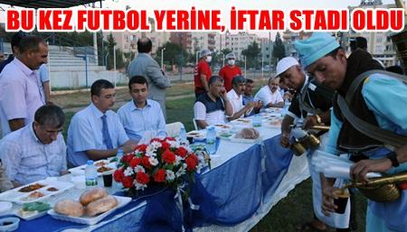 Birecik stadında halk iftar için buluştu