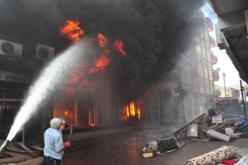 Tekstil fabrikası yandı