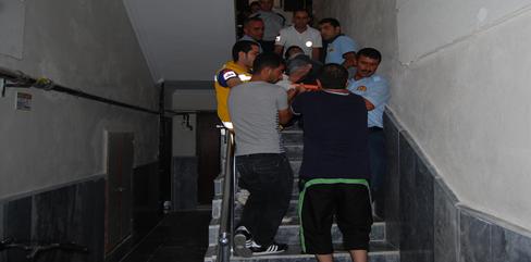 Asansör düştü; 4 kişi yaralandı VİDEO