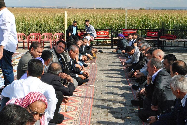 AK Parti Eyyübiye İlçe Yönetimi muhtarlarla toplantı yaptı VİDEO