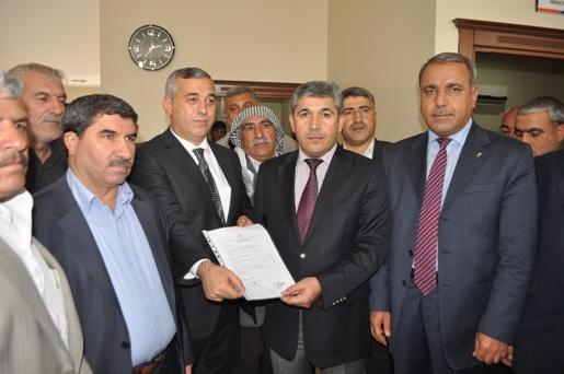 Şerman Karahan, 20 Muhtarla Siverek Belediye için adaylığa müracaat etti VİDEO