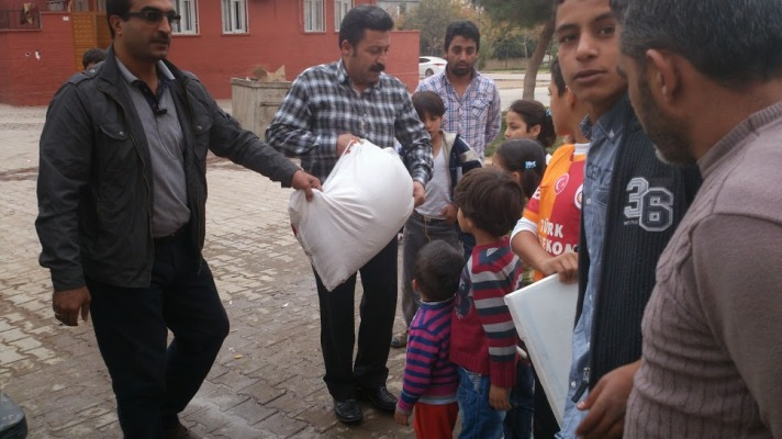 Şanlıurfa'dan Suriye'ye Kuru Gıda ve Bebek Maması Gönderildi VİDEO