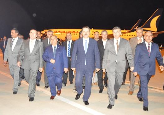 Faruk Çelik, için havaalanında aday adayı izdihamı yaşandı VİDEO