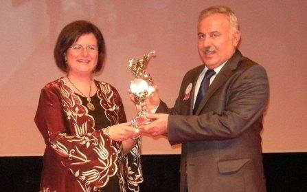 Motif Vakfı'ndan Rektör Mutlu'ya ödül