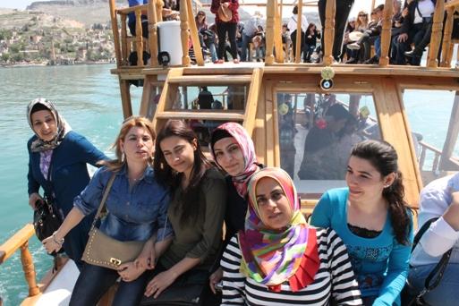 Urfalı kadınların tekne keyfi