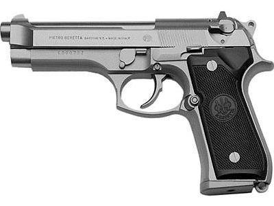 Küçük çocuk silahla oynarken kendini vurdu