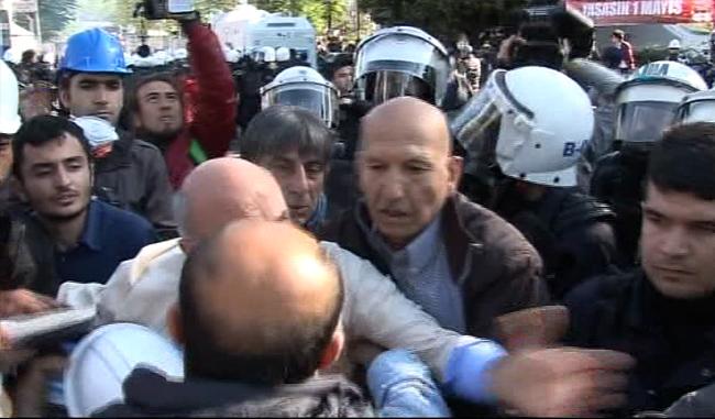 Urfalı vekil Mahmut Tanal'dan polise yumruk