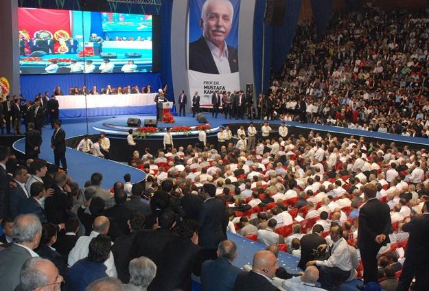SP'de Kamalak yeniden seçildi