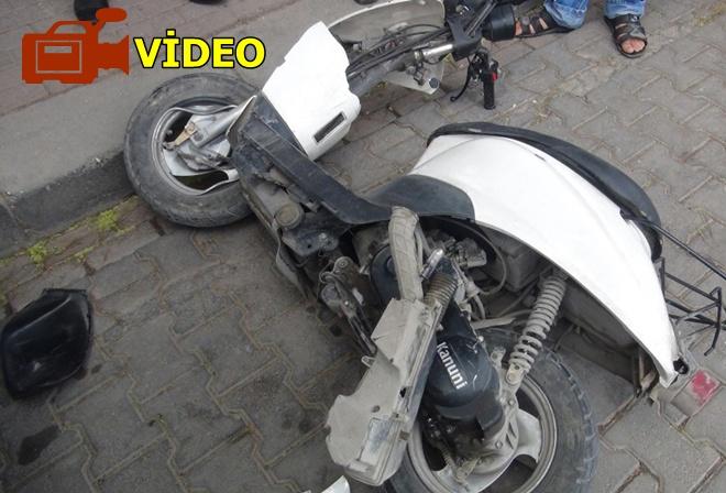 Motosiklet araca çarptı: 1 yaralı-VİDEO