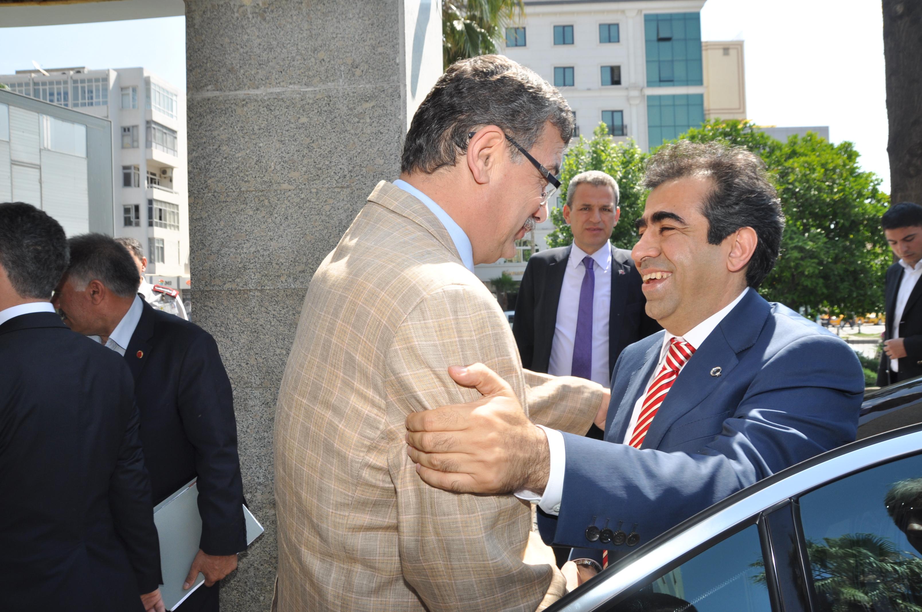 Mersin Valisi Güzeloğlu Güvenç'i Ziyaret Etti