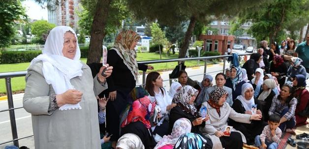 Ağrılı annelerden BDP'li Sakık'a tepki