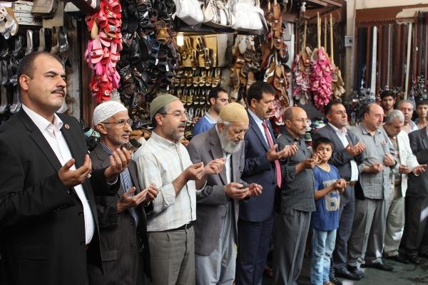 Kunduracılar pazarında sabah duası VİDEO