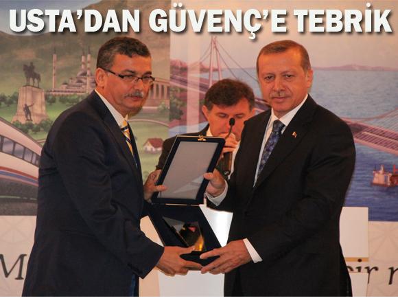 Erdoğan'dan: Güvenç'e ve Demirkol'a plaket