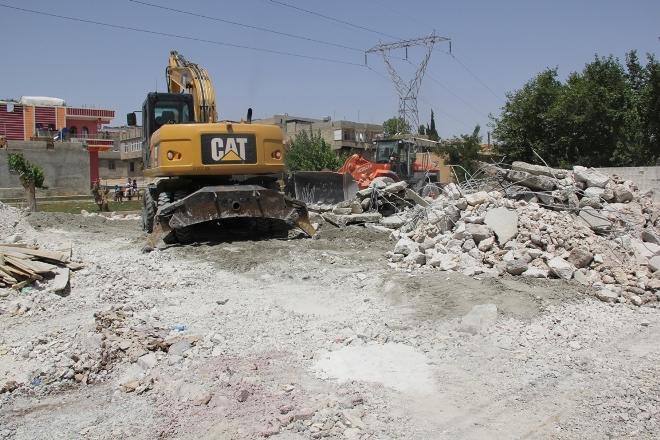 Hazine arazisine yapılan kaçak binalar yıkıldı VİDEO