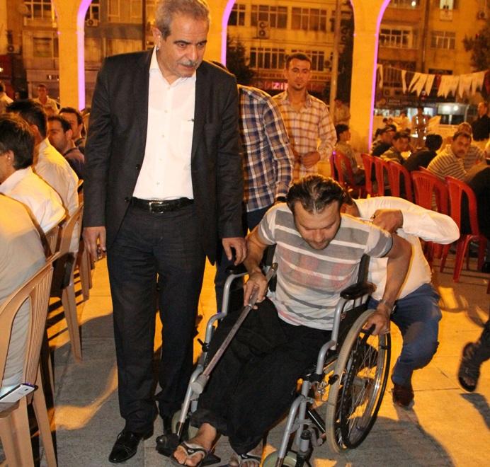 Demirkol, Suriyeli özürlüyü Sevindirdi