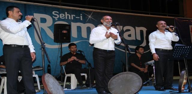 Grup Tillo Rabia Meydanı'nda dört dille konser verdi