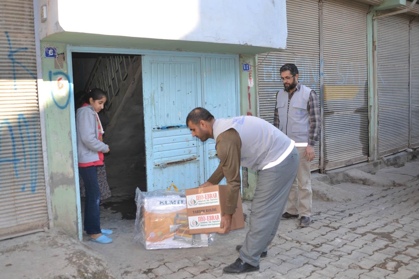 IHO EBRAR Viranşehir'de yardım dağıttı