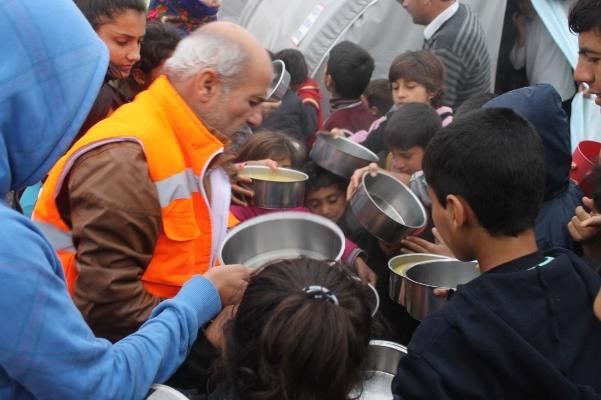 Şanlıurfa'da Suriyelilere çorba ikramı