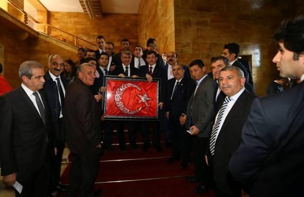 Urfalılar Başbakana Osmanlıca Tablo Hediye Ettiler