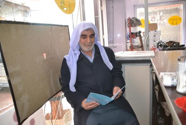 67 yaşında torunundan ders almaya başladı