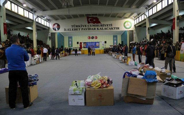 Büyükşehir, 20 okul öğrencilerine spor malzemesi verdi VİDEO