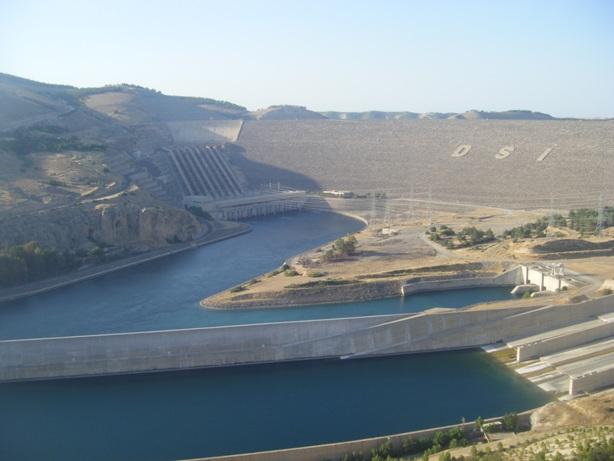 Atatürk barajı kapakları açtı
