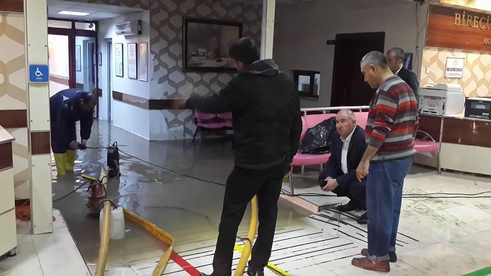 Birecik'de birçok ev ve iş yeri sular altında kaldı